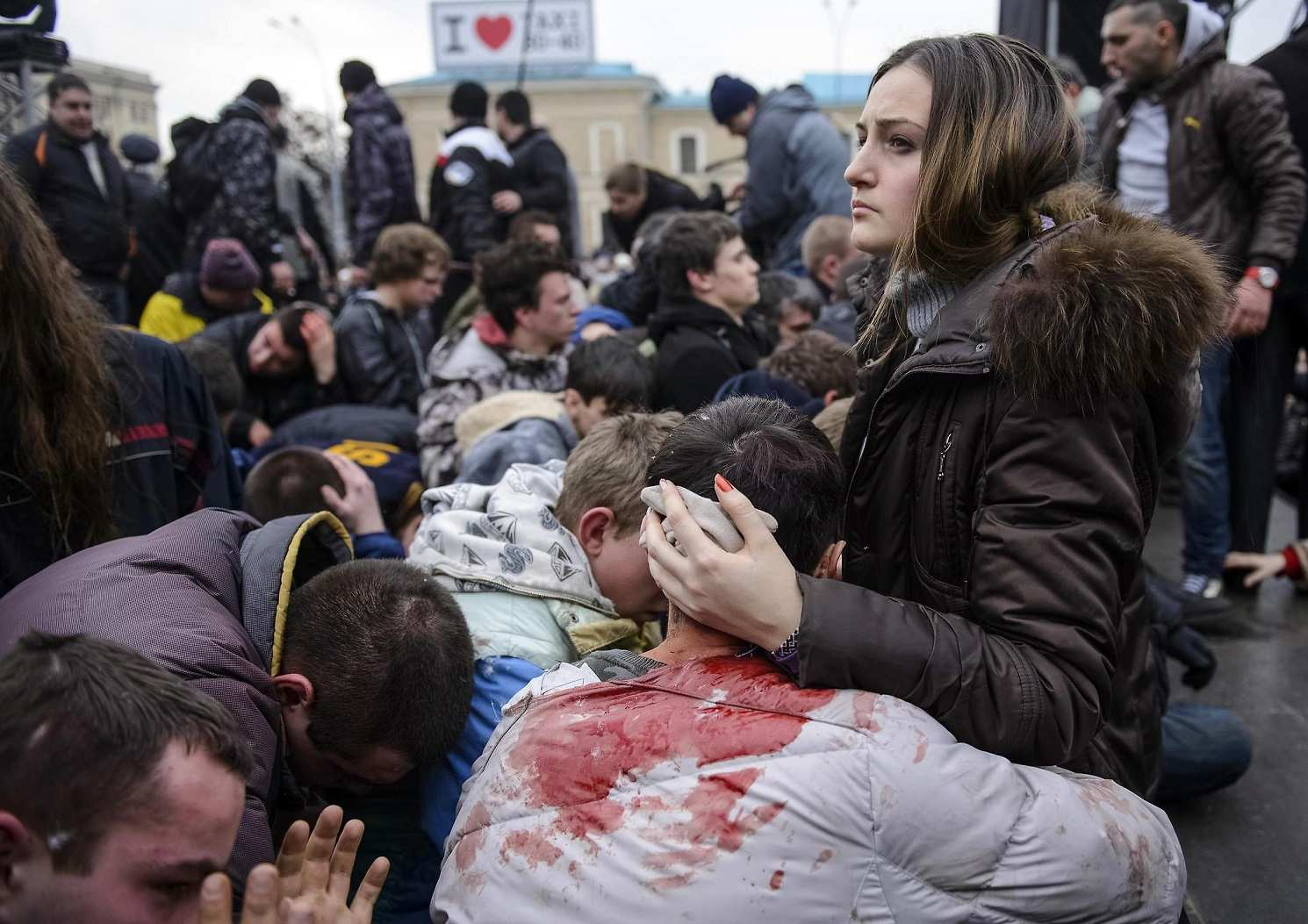 Wounded supporters of Ukraine's new government sit on the ground, in an area protected by the police, after clashes with pro-Russian protesters in central Kharkiv March 1, 2014. Pro-Russia activists clashed with supporters of the new Ukrainian government in the eastern Ukrainian city of Kharkiv on Saturday and tried to seize the regional governor's headquarters, Interfax news agency said.   REUTERS/Stringer  (UKRAINE - Tags: POLITICS CIVIL UNREST TPX IMAGES OF THE DAY)