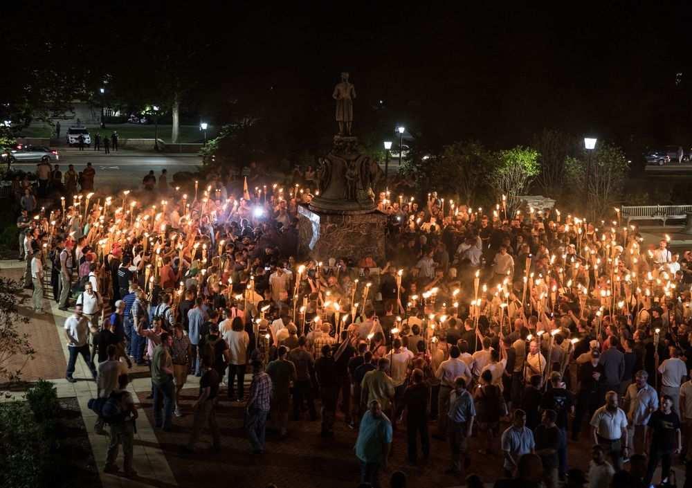 Антифашисты и ультраправые демонстранты у памятника Томасу Джефферсону. Фото: Evelyn Hockstein/The Washington Post via Getty Images