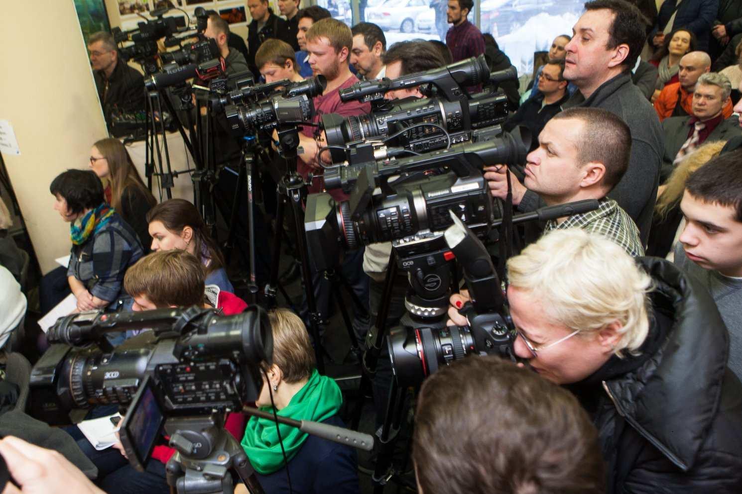 Журналисты.