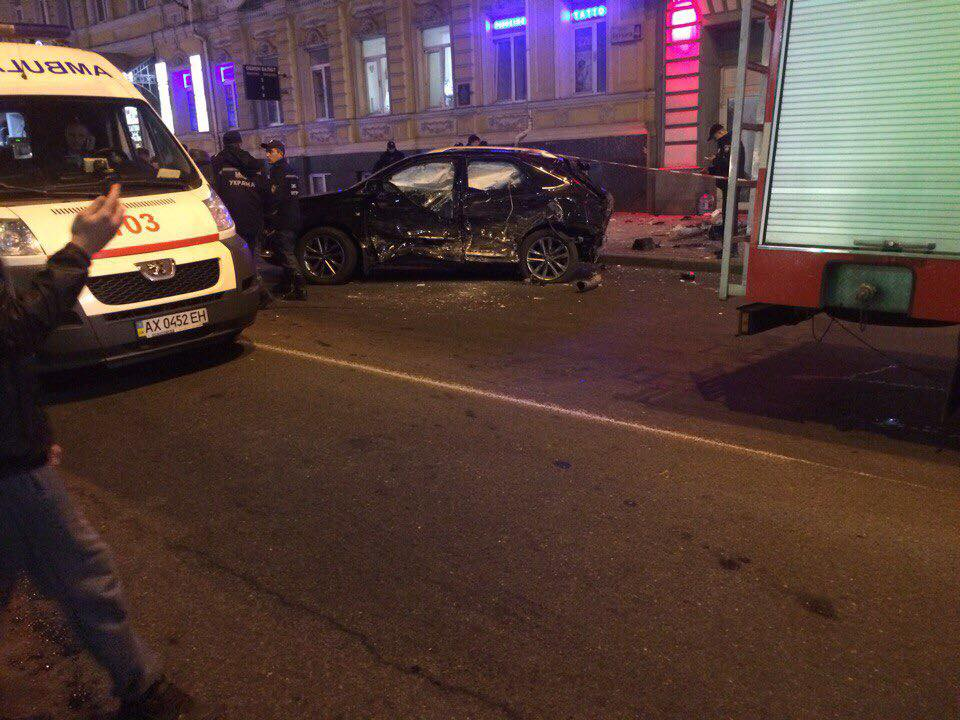 Вцентре Харькова вседорожный автомобиль  вылетел натротуар: большое количество  погибших