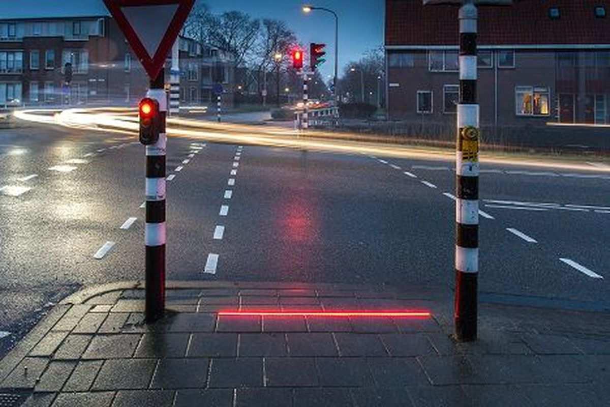 bodegraven_pedestrian_sidewalk_light_netherlands_signl.0[1]